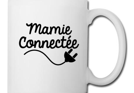 mamie-connectee-bouteilles-et-tasses-tasse